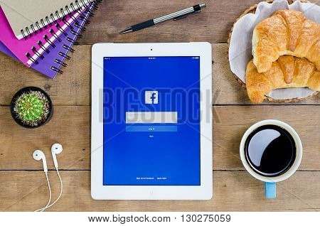 CHIANG MAITHAILAND - FEB 222016 : IPad 4 open Facebook application. Facebook is most popular social networking site in the world.