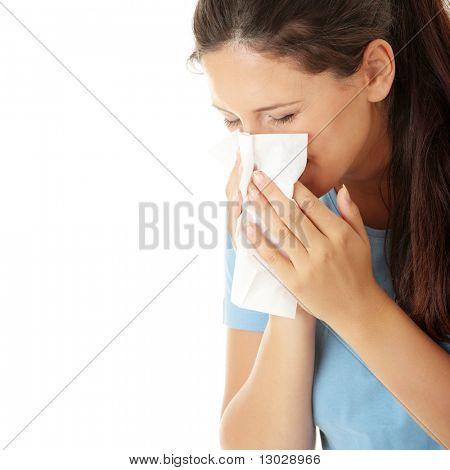 Tiener vrouw met allergie of koud, geïsoleerd op witte achtergrond