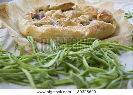 filled savoury tart with cleaned and fresh french green beans