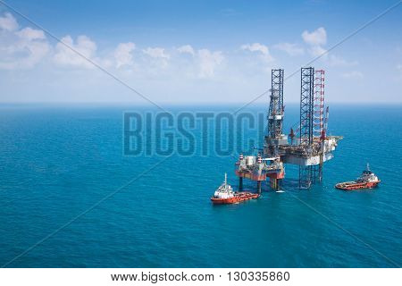 Offshore oil rig drilling platform with copy space