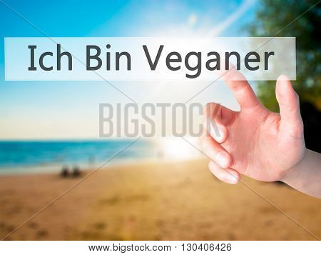 Ich Bin Veganer! (im Vegetarian In German) - Hand Pressing A Button On Blurred Background Concept On