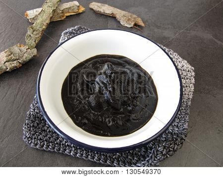 Peat pulp bath in bowl for natural healing