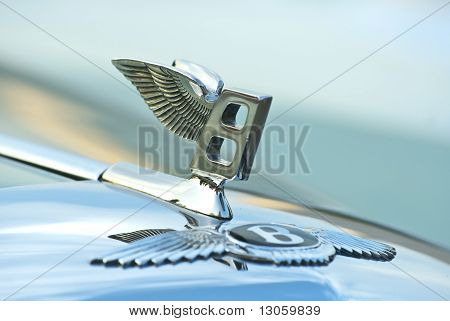 Figure-emblem Bentley R Type Continental (1954) On A Car Cowl