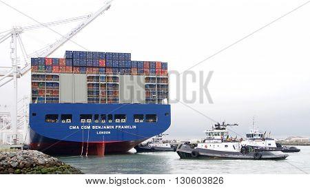 Megaship Benjamin Franklin Departing The Port Of Oakland