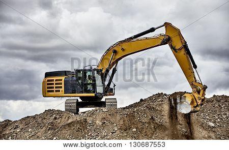 Constuction Industry Excavator Heavy Equipment Digging Gravel