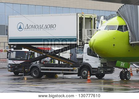 Boeing 737-800 S7 Airlines Loading The Aircraft In-flight Catering