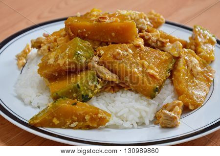 stir-fried pumpkin with pork and egg on rice