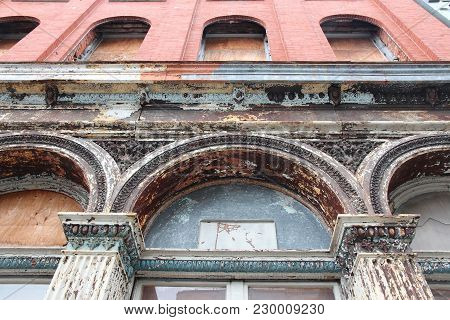 Cast Iron Architecture In Philadelphia, Pennsylvania In The United States. Old Cast Iron Facade In A