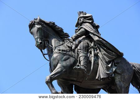 Philadelphia, Usa - June 12, 2013: George Washington Monument In Philadelphia. The Statue Designed I