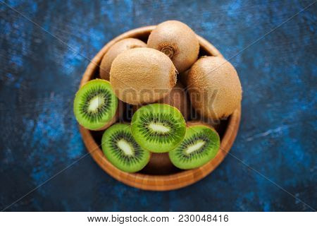 lots of kiwi fruit in basket - fruits and vegetables