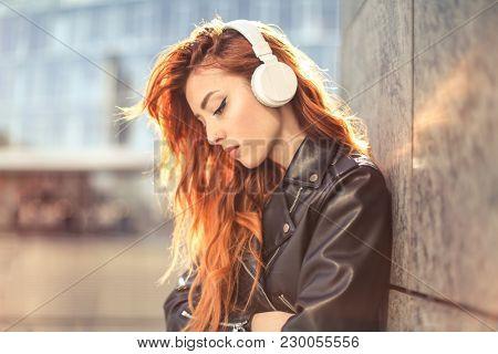Urban girl wearing headphones