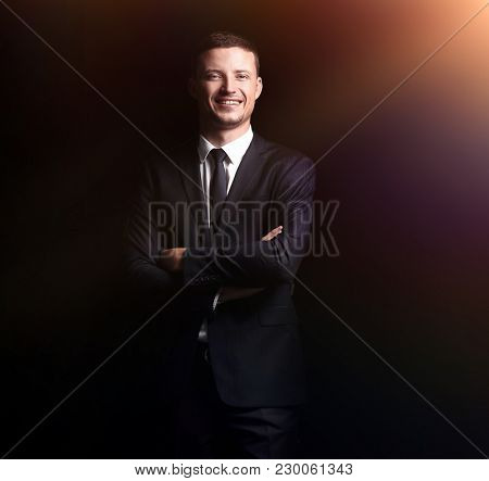full growth. portrait of a confident smiling businessman