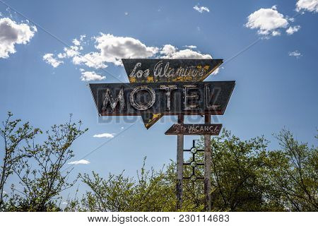 Grants, New Mexico, Usa - May 13, 2016 : Vintage  Sign Near Former Los Alamitos Motel On Historic Ro