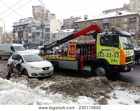 Kiev, March 6, 2018, Ukraine. The Police Evacuate The Car From The Roadway. Violation Of Traffic Rul