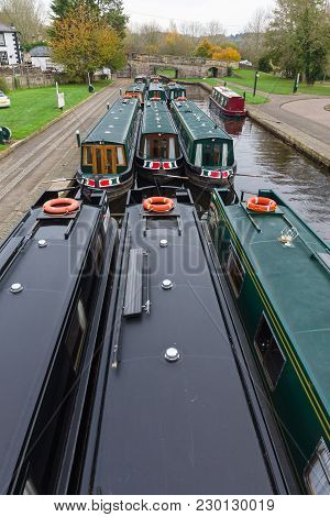 Pontcysyllte Wales Uk - November 1st 2017: Narrowboats Moored Up On The Llangollen Canal In The Trev
