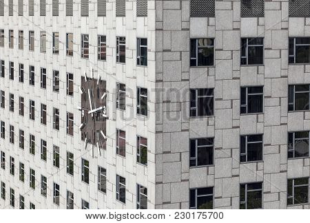 Barcelona,spain-may 20,2016: Modern Architecture,facade Building,hotel Plaza In Espana Square,archit