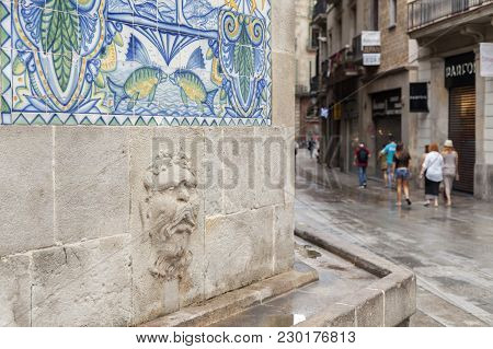 Barcelona,spain-august 31,2015: Street View And Old Fountain,font Of Santa Anna, Original Gothic Sty