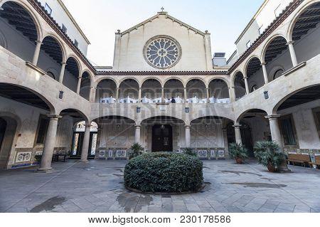 Barcelona,spain-december 28,2015: Ancient Courtyard, Pati Manning,eighteen Century,cultural Center,c