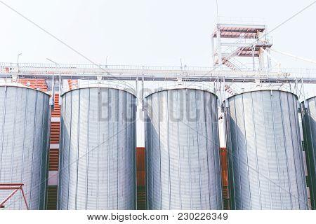 Commercial Steel Grain Silos. Steel Silos Factory