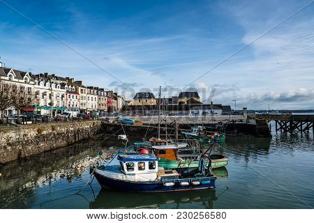 Cobh, Ireland - November 9, 2017: Waterfront And Harbour With Fishing Boats In Cobh, A Small Irish T