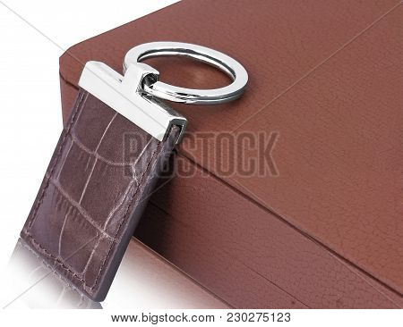 Classic Leather And Elegant And Technical Keyring Carries For Driver Car Keys, House Keys And Office