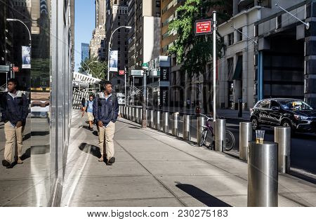 New York, Usa - Sep 23, 2017: Manhattan Street Scene. A Young Black Man In An Earphone Is On The Sid