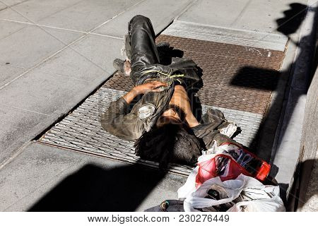 New York, Usa - Sep 23, 2017: Manhattan Street Scene. A Homeless Man Sleeps On The Streets Of Manhat