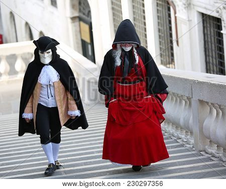 Venice, Italy - February 5, 2018: Woman And Man With Carnival Dress On The Stair Of Rialto Bridge Du