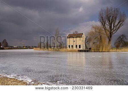The Appel House Is A Monumental Barn Along The Alblas River On The Hof Souburgh Grounds Near Alblass