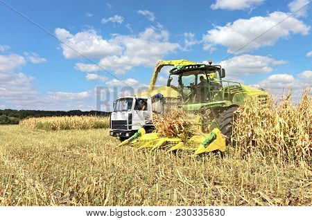 Self-propelled Forage Harvester John Deere And Truck