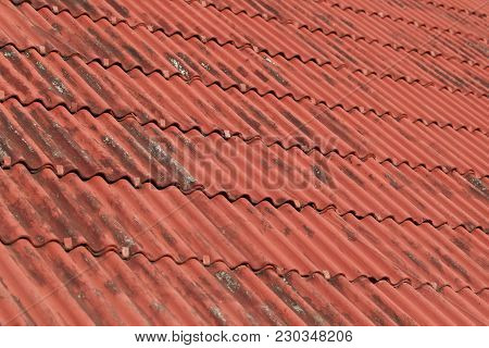 Overlapping The Roof With Undulating Sheet Material Such As Slate