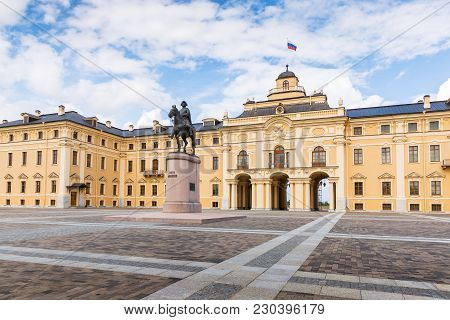 St. Petersburg, Russia -august 18, 2017: Konstantinovsky Palace And The Monument To Peter The Great