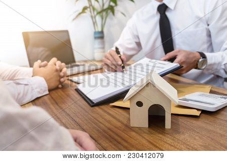 Business Signing A Contract Buy - Sell House, Insurance Agent Analyzing About Home Investment Loan R