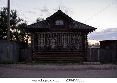 Yaransk, Russia - August 12, 2017 House Is Made Of Old Timber, House Of Logs, The House Is Assembled