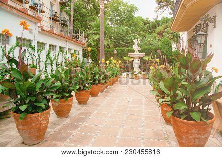 Tossa De Mar, Spain - August 4, 2010: Inner Courtyard With Flowers In Pots In The Tossa De Mar, On T