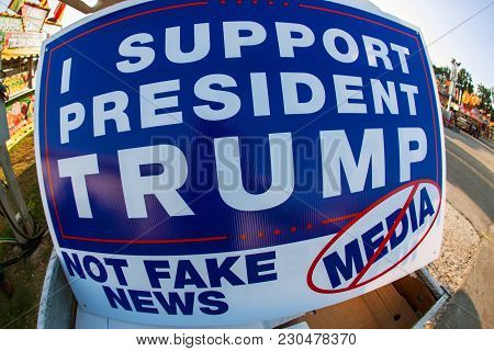 Sign Says I Support President Trump Not Fake News Media