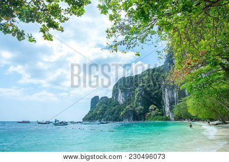 Krabi Thailand 3 Feb 2018: Many People Swimming And Relaxing At Hong Island In Krabi Province Thaila