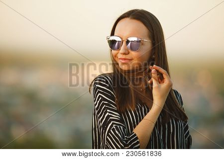 Portrait Of A Young Girl In Sunglasses With Reflective Glasses. Nice Woman With Natural Hair.