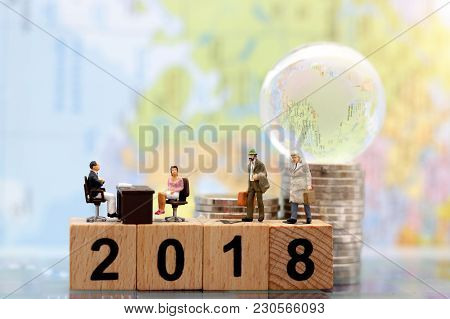 Miniature People: Business Person  Sitting And Waiting For Interview On Bolck With Number '2018'. Em