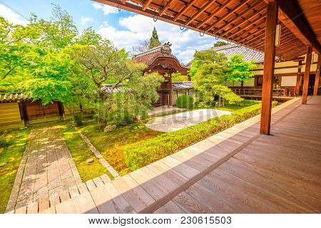 Kyoto, Japan - April 28, 2017: Traditional Zen Garden In A Sunny Day. Eikan-do Temple Or Zenrin-ji B