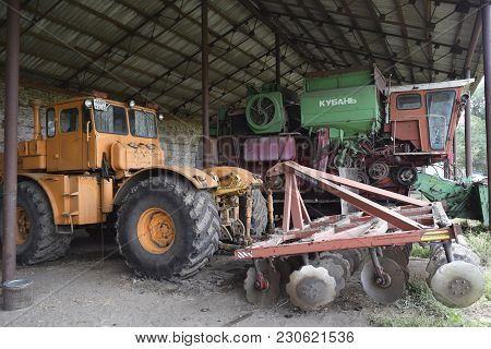 Russia, Poltavskaya Village - September 6 2015: Large Tractor With A Disc Harrow On The Trailer. Com