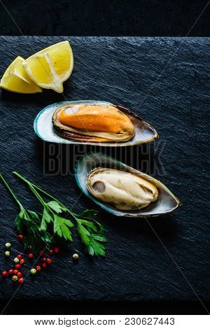 steamed sea mussels