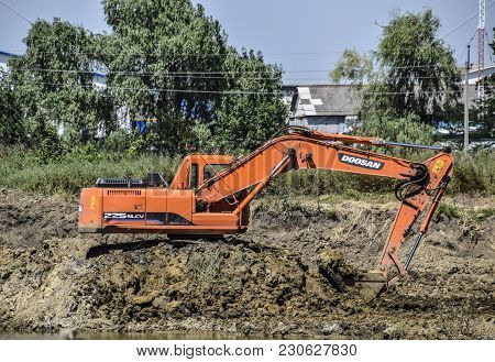 Krasnodar, Russia - June 27, 2016: Excavator Digs Clay In The Quarry With Clay. Extraction Of Clay.