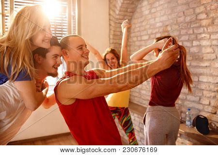 Young cheerful dancers on pause making selfie together