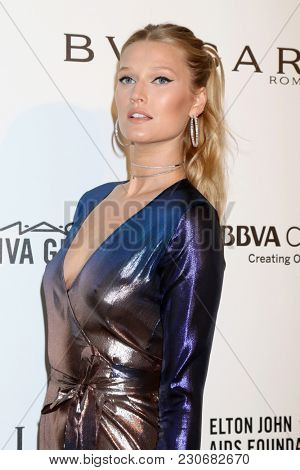 LOS ANGELES - MAR 4:  Toni Garrn at the 2018 Elton John AIDS Foundation Oscar Viewing Party at the West Hollywood Park on March 4, 2018 in West Hollywood, CA