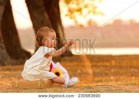 Little child play with soil