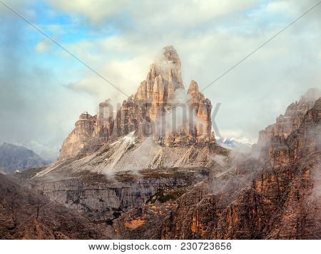 Morning View Of Drei Zinnen Or Tre Cime Di Lavaredo With Beautiful Cloudy Sky, Sextener Dolomiten Or