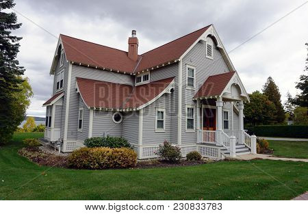 Bay View, Michigan / United States - October 16, 2017: A Two Story Cottage, Near The Lake In Bay Vie