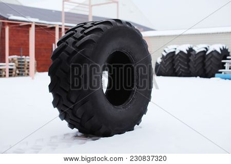 Heavy tire for training, outdoors