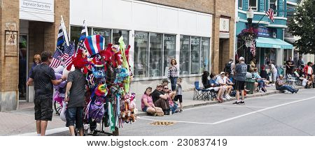 Rockland, Maine, Usa - 5 August 2018: People Start To Line The Streets  And A Vender Is Selling Souv